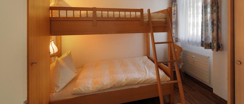 Switzerland_Grindelwald_Eiger-Apartments_bedroom.jpg